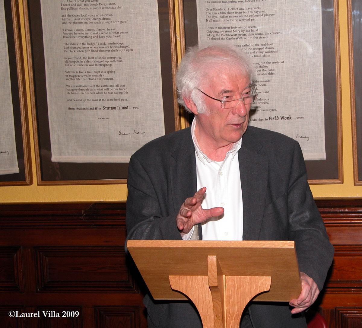 20th Century Irish Poets > Accommodations for students of Seamus Heaney's Poetry > Laurel Villa Guest House in Magherafelt offers bed and breakfast accommodation, along with tours and local information about Seamus Heaney's Poetry